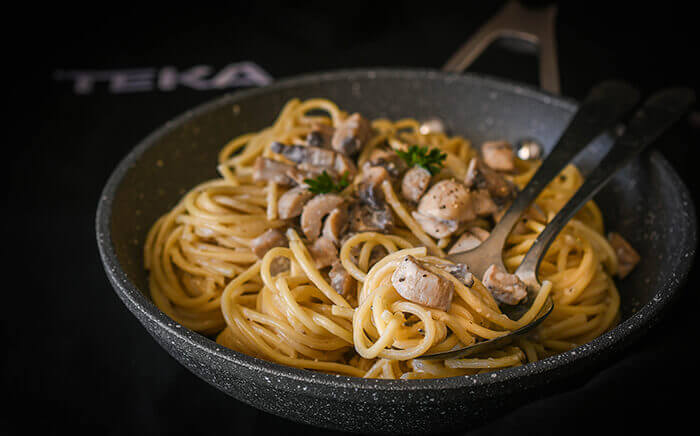 spaghetti-mushrooms-creamy-sauce