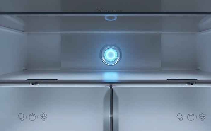 Interior de frigorífico Teka blanco con las puertas cerradas