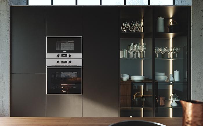 ambiente de cocina con honro y microondas en columna