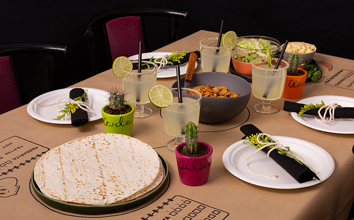 mesa comida y bebida