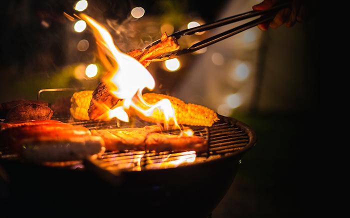 barbacoa con verdura y fuego