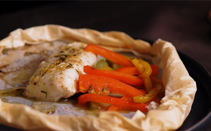 pescado con zanahoria y cebolla al papillote
